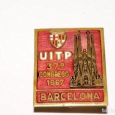 Pins de colección: ANTIGUA INSIGNIA DE SOLAPA ESMALTADA UITP CONGRESO BARCELONA 1967. Lote 168833084