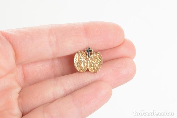 Pins de colección: Pin de la Virgen Maria, pin de la Virgen, pin esmaltado virgen, pin esmaltado, pins católicos, pin - Foto 3 - 169926064