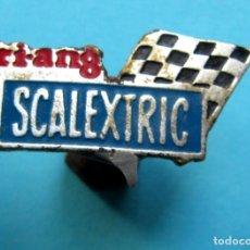 Pins de colección: INSIGNIA TRIANG SCALEXTRIC, SIN FECHA.. Lote 170165520