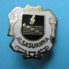 Pins de colección: INSIGNIA CORAL ALSASUARRA. ALSASUA, NAVARRA. FUNDADA EN 1960.. Lote 170180636
