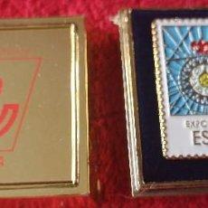 Pins de colección: PIN EXPO 92 SELLO DE CORREOS. DEL SERVICIO FILATÉLICO. CON ESTUCHE.. Lote 171221913