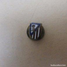 Pins de colección: MUY ANTIGUA INSIGNIA FUTBOL ATLETICO DE MADRID. Lote 171311684