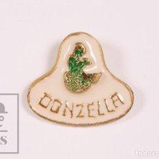 Pins de colección: PIN PUBLICITARIO - RESTAURANTE DONZELLA, BADALONA ? - FONDO BLANCO / SIRENA - MEDIDAS 20 X 18 MM. Lote 171494813