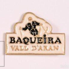 Pins de colección: PIN TURÍSTICO / PUBLICITARIO - BAQUEIRA, VALL D'ARÁN - ESQUÍ - MEDIDAS 25 X 18 MM. Lote 171495267