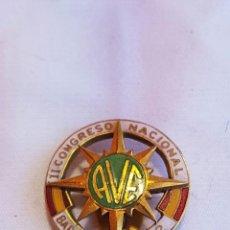 Pins de colección: PIN DE OJAL II CONGRESO NACIONAL AVE BARCELONA 1962. Lote 172821088