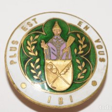 Pins de colección: PIN - INSIGNIA DE OJAL - PLUS EST EN VOUS IBI. Lote 173626515