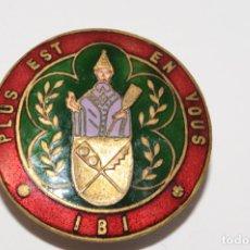 Pins de colección: PIN - INSIGNIA DE OJAL - PLUS EST EN VOUS IBI. Lote 173626593