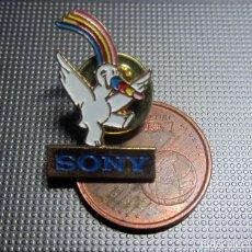 Pins de colección: PIN EXPO 92 CURRO SONY UNIVERSAL SEVILLA 1992. Lote 175895664