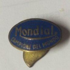 Pins de colección: ANTIGUA INSIGNIA... MONDIAL. Lote 176925468