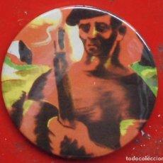 Pins de colección: PINTURA DE LA GUERRA CIVIL EN EUSKADI. CHAPA NUEVA DE 57 MM. Lote 177028839