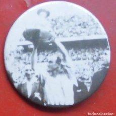 Pins de colección: ROBERTO BERTOL. JUGADOR DEL ATHLETIC CLUB DE BILBAO. CHAPA NUEVA DE 57 MM. Lote 177084105