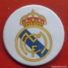 Pins de colección: ESCUDO DEL REAL MADRID. CHAPA NUEVA DE 37 MM. Lote 177084258