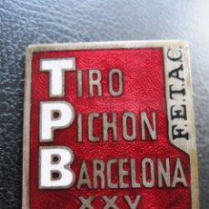 Pins de colección: INSIGNIA DE AGUJA ESMALTADA TIRO AL PICHÓN BARCELONA XXV CAMPEONATO MUNDIAL. Lote 177265863