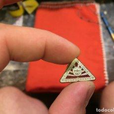 Pins de colección: ANTIGUO PIN CONDUCTORES AUTOMOVILESIE INTERCAMBIO M. AÑOS 60 . Lote 177520887