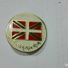 Pins de colección: PINS EUSKALERIA. MEDIDA 25 MM. Lote 177741304