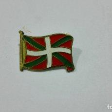 Pins de colección: PINS BANDERA EUSKALERIA. MEDIDA 20 X 12 MM. Lote 177741413