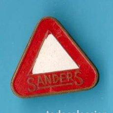 Pins de colección: INSIGNIA PIENSOS SANDERS. Lote 177880893