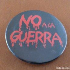Pins de colección: CHAPA ESMALTADA NO A LA GUERRA IRAQ DIAMETRO 6 CM (APROX). Lote 178446833