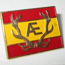 Pins de colección: PIN AE, A E, BANDERA ESPAÑA, CAZA??. Lote 178881751