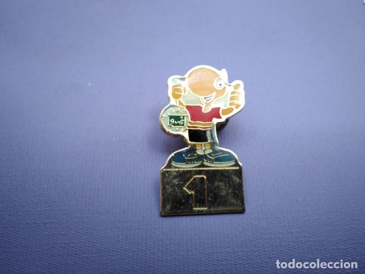PIN KINDER 1 (Coleccionismo - Pins)