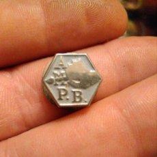 Pins de colección: INSIGNIA SOLAPA ASOCIACIÓN MAESTROS PINTORES BARCELONA.. Lote 179107188