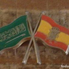 Pins de colección: BANDERAS ARABIA SAUDI-ESPAÑA .PIN EXPO 92.. Lote 179196811