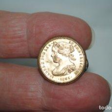 Pins de colección: ANTIGUO BOTON , CON LA REINA ISABEL II. Lote 179544951