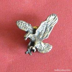 Pins de colección: AGUILA - PIN DE COLOR BRONCE. Lote 179942827