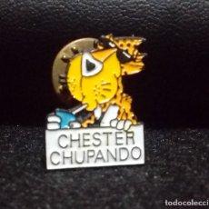 Pins de colección: PIN *CHESTER CHUPANDO - CHETOS* - BUEN ESTADO.. Lote 180148988