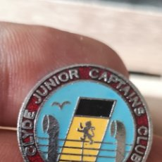 Pins de colección: ANTIGUA INSIGNIA O PIN CLYDE JUNIOR CAPTAINS CLUB. Lote 180850393