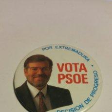 Pins de colección: CHAPA POLÍTICA VOTA PSOE, 5'5 CM DE DIÁMETRO.. Lote 181524392
