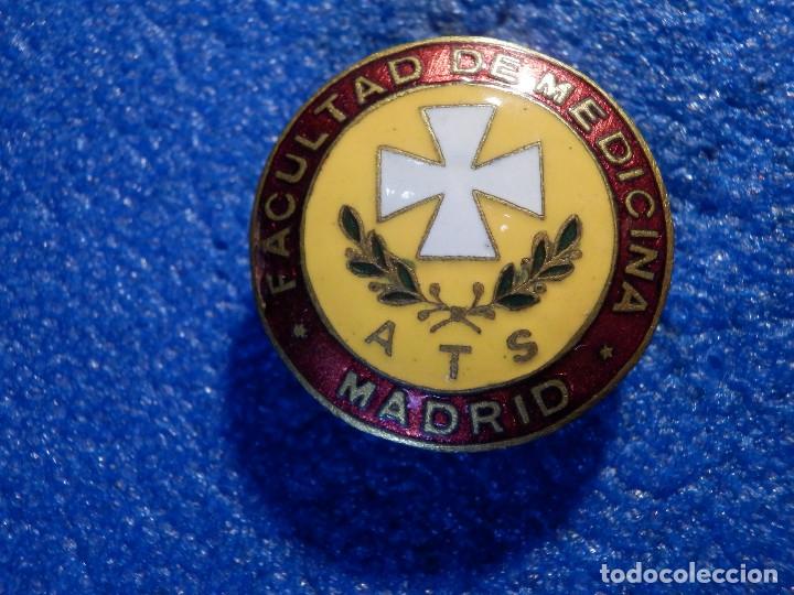 Pins de colección: Insignia para Ojal - Facultad de Medicina - ATS A.T.S. Ayudante Técnico Sanitario - Años 50´s 60´s - Foto 2 - 182052187