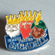 Pins de colección: PIN BONES FESTES DE SABADELL DE 1990. Lote 182057790