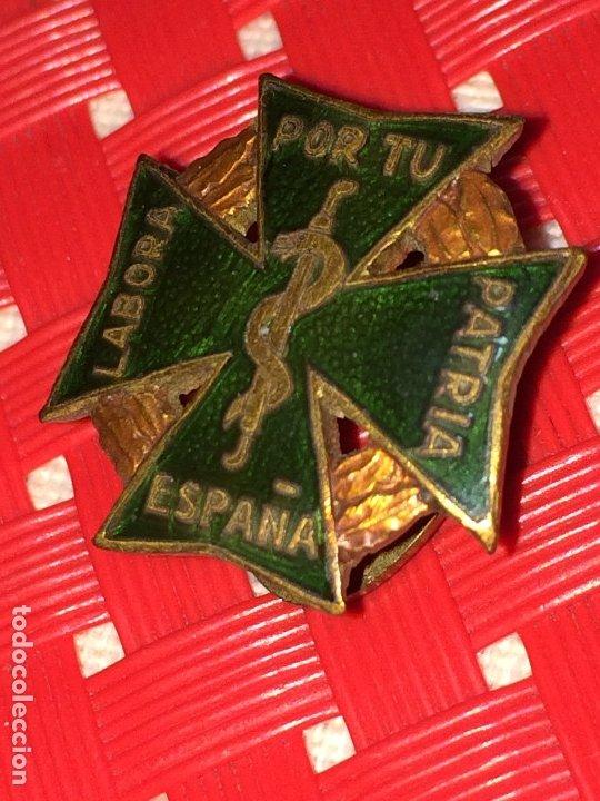 LABORA POR TU PATRIA ESPAÑA - PIN DE FARMACIA - AÑOS 40 - EXCELENTE ESTADO - PIN DE SOLAPA (Coleccionismo - Pins)