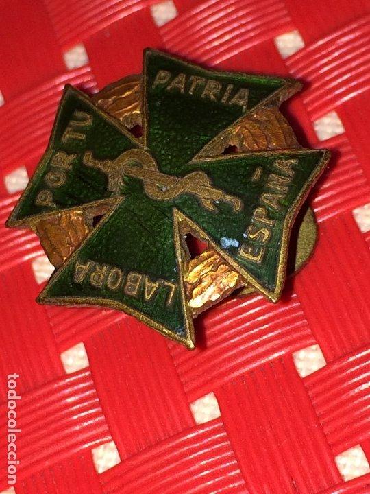 Pins de colección: LABORA POR TU PATRIA ESPAÑA - PIN DE FARMACIA - AÑOS 40 - EXCELENTE ESTADO - PIN DE SOLAPA - Foto 2 - 182902672