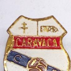 Pins de colección: PIN DE FUTBOL ESMALTADO CARAVACA CF. Lote 183406696
