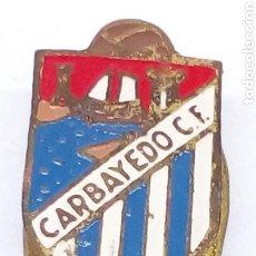 Pins de colección: PIN DE FUTBOL ESMALTADO CARBAYEDO CF. Lote 183673770