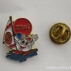 Pins de colección: PIN PUBLICIDAD PRODUCTOS ALIMENTICIOS DHUL . DEPORTE DE VELA.. Lote 183895390