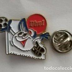 Pins de colección: PIN PUBLICIDAD PRODUCTOS ALIMENTICIOS DHUL .DEPORTE FUTBOL.. Lote 183895921