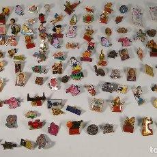 Pins de colección: LOTE +100 PINS DE DISNEY, COCA COLA, FUTBOL, CARICATURAS, INSIGNIAS, VINTAGE. Lote 183896311