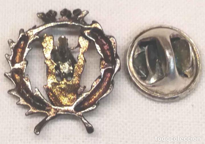 Pins de colección: Moto Vespa Insignia Pin de ojal en plata años 50. Med. 2 cm - Foto 2 - 184456377