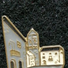 Pins de colección: PIN TURISMO AINSA HUESCA. Lote 184671413
