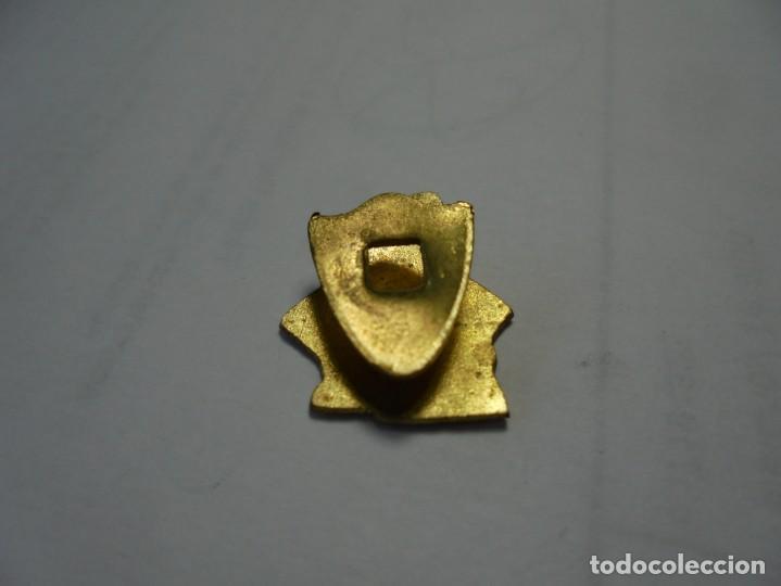 Pins de colección: magnifico antiguo pin insignia esmaltado agrupacion ajedrecista de santa coloma de queralt - Foto 2 - 184763608
