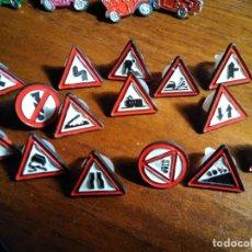 Pins de colección: PINS SEÑALES DE TRÁFICO, (TRIANGULARES) (UNA SIN PUA). Lote 184868475