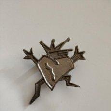 Pins de colección: DIFICIL PIN IMPERDIBLE DISCOTECA NOD RIBARROJA VALENCIA AÑOS 80 90 RUTA BAKALAO . Lote 186223137
