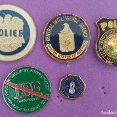 Pins de colección: LOTE DE 5 PINS POLICÍA AMERICANA Y FRANCESA. Lote 186317775