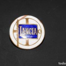 Pins de colección: MUY ANTIGUA INSIGNIA ESMALTADA COCHE LANCIA. Lote 187092275