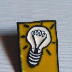 Pins de colección: PIN BOMBILLA. Lote 190064260
