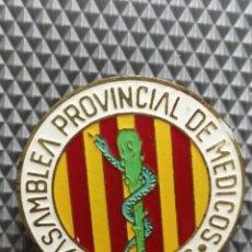 Pins de colección: PIN ASAMBLEA PROVINCIAL DE MÉDICOS DE LLEIDA 1966 AGUJA . Lote 190082310