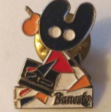 Pins de colección: P 86 PIN PEREGRINO COMPOSTELANO BANCO BANESTO. Lote 190125500